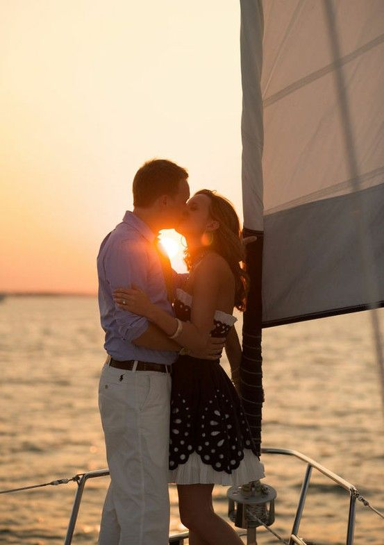Ein romantischer Ausflug mit dem Segelboot
