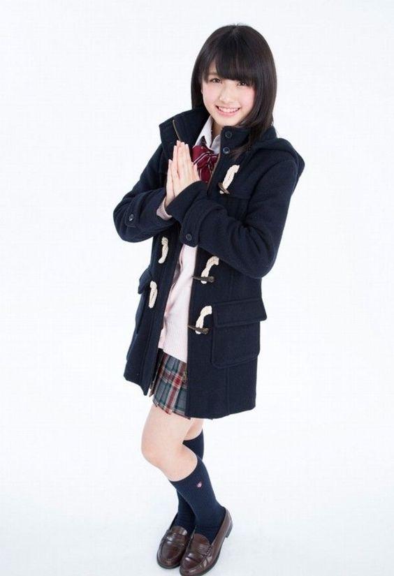 ダッフルコートを着ている大和田南那