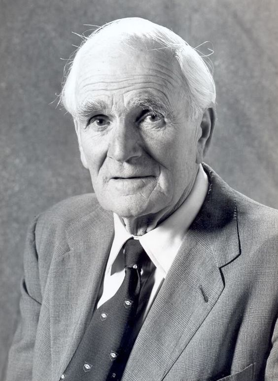 Desmond Llewelyn | actor [Bond movies; such as Goldfinger] The outbreak of World War II in September 1939 halted his acting career, and Llewelyn was commissioned as a second lieutenant in the British army. In 1940, he was captured by the German army in France, and was held as a POW for five years.
