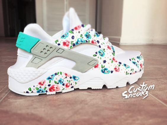 Nike Huarache Custom Floral pour femme, blanc sur blanc Womens Custom Nike Huarache, bleu sarcelle, peint à la main