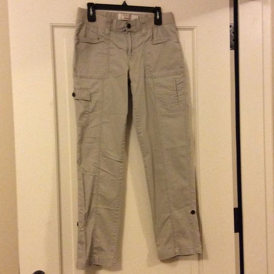 """Sonoma Khaki Straight Fit Cargo Pants, size 10 Excellent condition Sonoma straight fit cargo pants, size 10. They can also be rolled up and secured with a hidden tab and button. Khaki in color, they measure 38"""" long, 34"""" long rolled, 30"""" inseam, 11"""" rise. Worn twice. Sonoma Pants Straight Leg"""