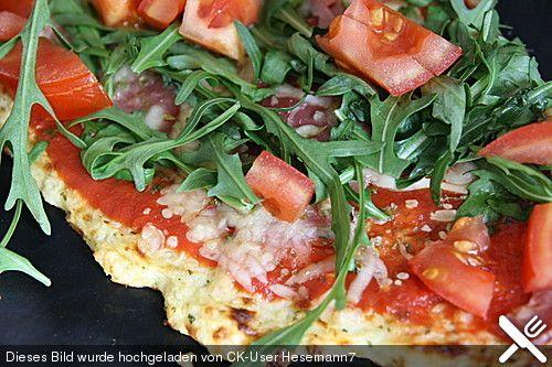 Low Carb Pizzaboden aus Blumenkohl Das beste Ergebnis erbrachte 400 g Blumenkohl, 2EL Quark, 1Ei, 80 g Käse und 2 EL Flohsamenschalen, den Teig eine Stunde ruhen lassen.