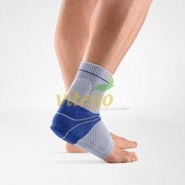 Bei Schmerzen oder Entzündungen an der Achillessehne (wie durch Überbeanspruchung oder nach Operationen) trägt die AchilloTrain® Fußbandage zur Entlastung der Achillessehne bei, ohne die Beweglichkeit einzuschränken