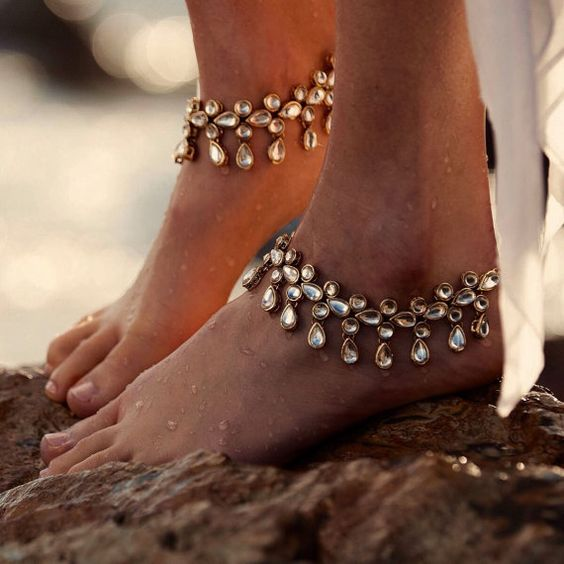These Drops anklets are cute and very light weight. Artificial materials yet they look fabulous. Perfect little gift. SOLD SEPARATELY ! One size fits most women 6-12. Let us know if you need them urgently we will assist you. WE HAVE LISTINGS FOR BRIDESMAID GIFTS FOR YOUR BRIDAL PARTY EMAIL US AND WE WILL GIVE YOU A DISCOUNTED PRICE FOR LARGE ORDER. Check out our other items for gift ideas ... DELIVERY All our barefoot sandals are shipped in a special Barefoot Gypsea gift bag. We ship wo...