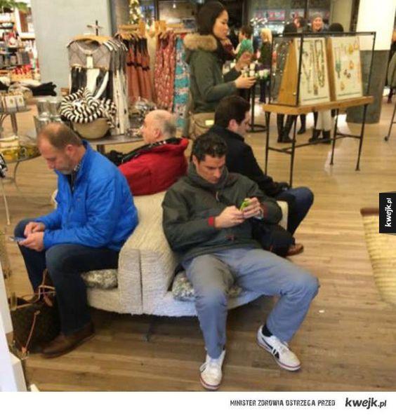 Mężczyźni na zakupach