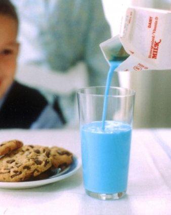 Un peu de colorant dans le lait et hop le tour est joué !:
