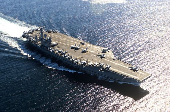 USS Nimitz: capaz de deslocar 102.000 toneladas – mede 333 metros – sendo tripulado por aproximadamente 6.000 homens. Em serviço desde 1975.