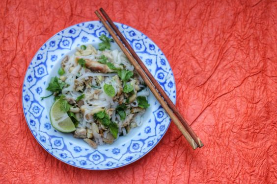 Recipe - Zingy Chicken Rice Noodles - with rice noodles, chicken, coriander, peanuts, chilli & lime. Perfect summer dish :)