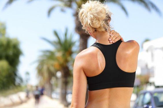 É mais do que normal sentirmos algumas dores musculares depois de treinarmos. Isso porquê ao praticarmos exercícios, a intensidade dos nossos movimentos aumentam, provocando microlesões nos músculos, assim causando as dores.  Pensando nisso, separei algumas dicas de como aliviar as dores nos músculos pós-treino.  Venham ver!