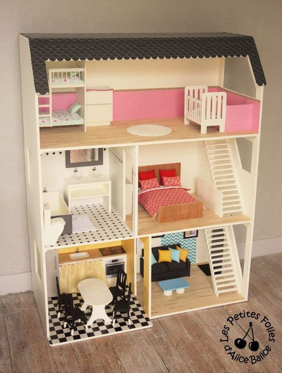 Après la structure (ici et ici) et la déco (ici et ici) de la maison de Barbie, il est maintenant temps que vous découvriez enfin la maison meublée !! :D Comme je suis un peu dingue et que je n'avais pas envie que Barbie n'ait que des meubles roses ou...