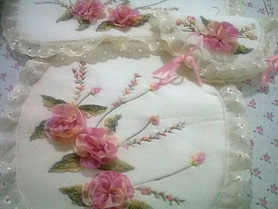 Figuras De Lenceria De Baño:Hermoso juego de baño rosas abiertas