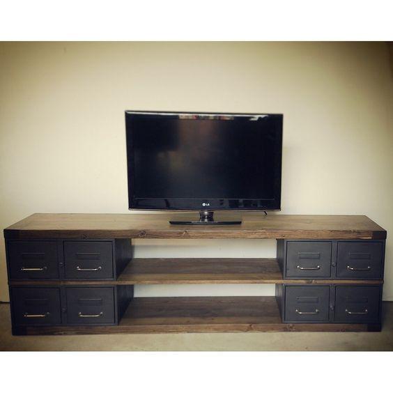 Meuble tv sur mesure en acier et bois style industriel for Table de tele