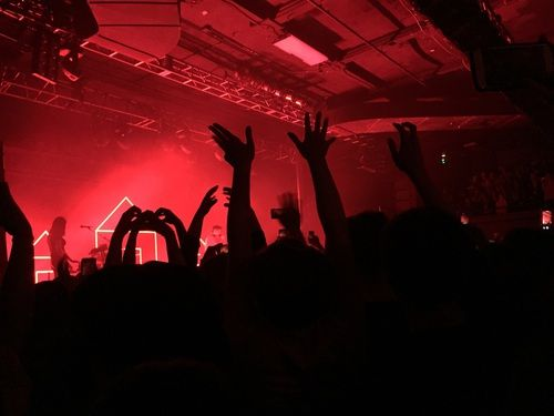 Red Concert And Aesthetic Image Aesthetic Images Neon Aesthetic Aesthetic Colors