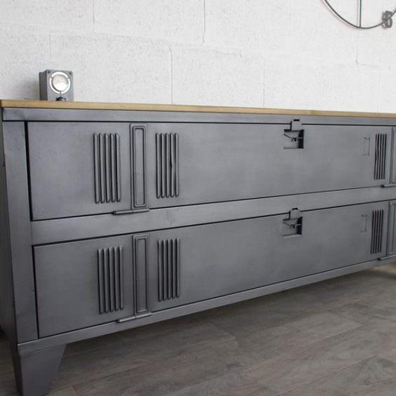 Meuble TV style industriel fabriqué avec un ancien vestiaire