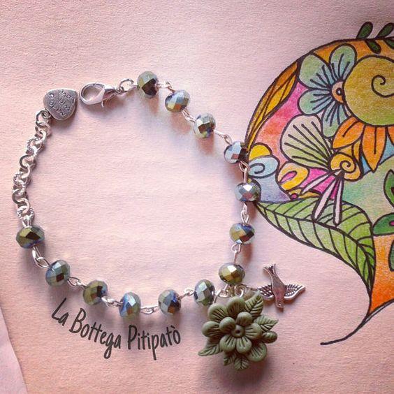 Bracciale con perle sfaccettate blu cangianti di LaBottegaPitipato