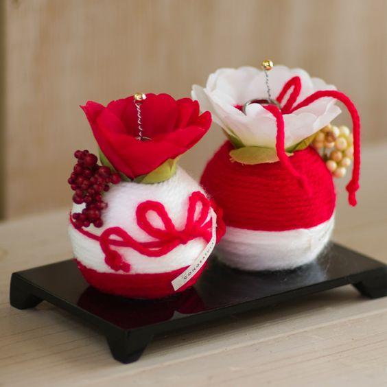 和風リングピロー|紅白毛糸玉リングピロー(和モダンな結婚式に!おすすめ) - ウェルカムボードや和風名入れ結婚式のギフト-花ネットオレンジ
