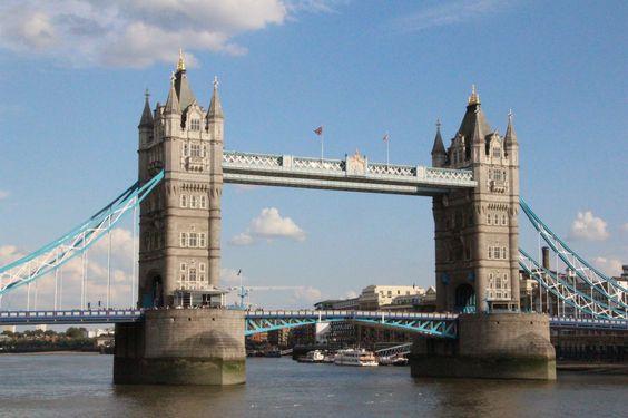 Tower Bridge (c)travelincousins.com