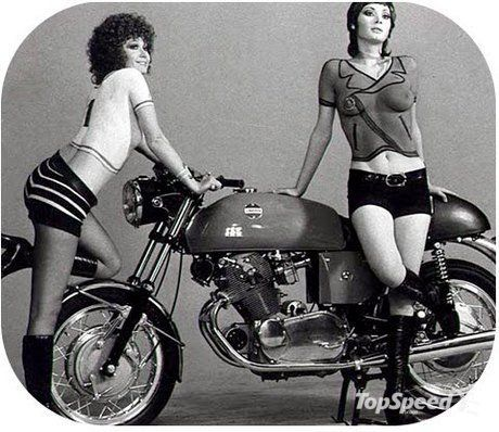 They say that café racers are the ancestors of modern supersport bikes and we all know that these lasts have a reputation of attracting babes like magnets. But this vintage photo of the absolutely beautiful Laverda SF 750 motorcycle reveals that things have been this way ever since the very beginnings. And, by the way, the girls were as daring then as they are now.