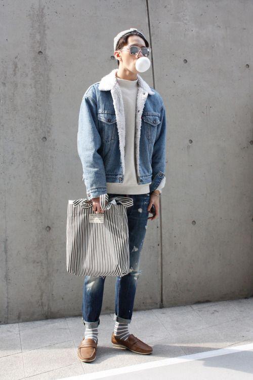 Lựa chọn mẫu áo khoác jean nam chần bông sẽ giúp bạn trở nên cá tính và ấm áp hơn trong những ngày đông lạnh lẽo mix với set jean cùng túi xách đầy cá tính là phong cách thường thấy nhất ở các chàng trai tuổi teen