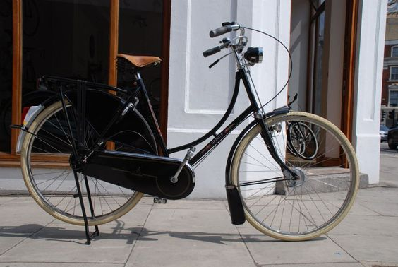 My beloved bicycle... Gazelle Toer Populair. I love it maybe too much...