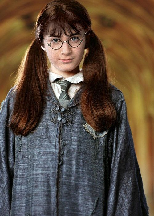 For The Longest Time I Thought Moaning Myrtle Was Played By Daniel Radcliffe In A Wig Harrypot Harry Potter Costume Moaning Myrtle Harry Potter Printables