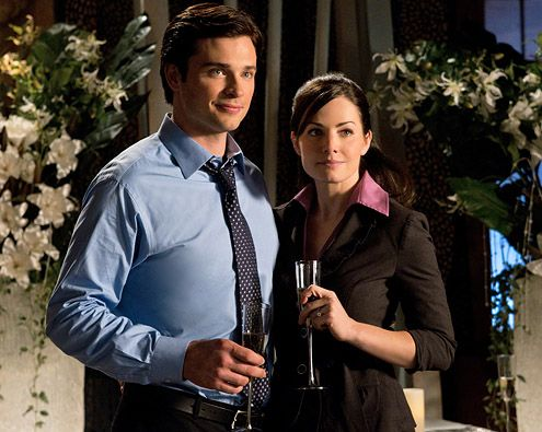 Lois and Clark (Erica Durance and Tom Welling), Smallville: Engagement Smallville, Clark Smallville, Kent Superman Lois Lane, Clois Engagement, Clark Kent Superman Lois, Tv Smallville Clois, Lois And Clark, Tv Couple