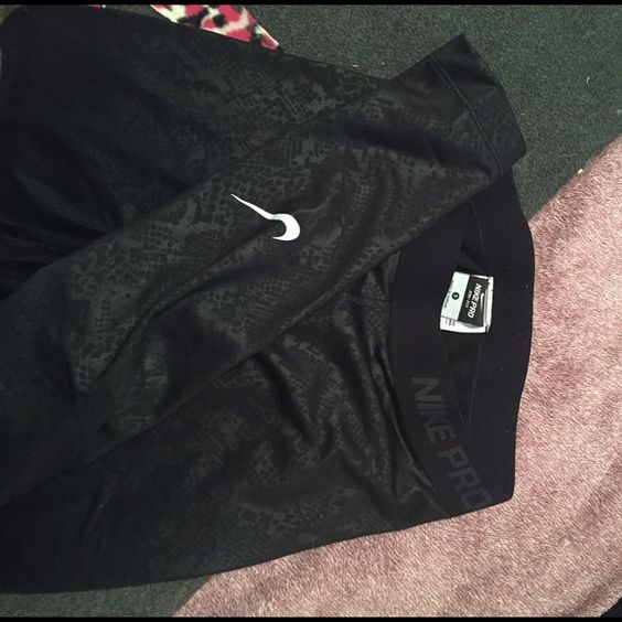 NIKE Leggings Size small only worn once and I'm not a big fan of how they fit.                                                                       Please, if you don't like my prices you don't need to comment, just shoot me an offer and we can go back and forth. I purposefully overprice the things I'm not 100% sure I want to sell, so I know it's overpriced you don't have to tell me! :) I'd like to have a friendly closet used only for fashion purposes. Nike Pants Leggings