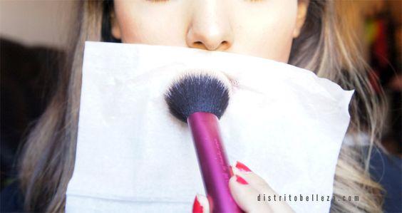 Como hacer que el labial dure más tiempo polvo traslucido