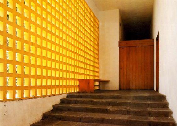 Capilla del Convento de las Capuchinas. calle Hidalgo 143 Tlalpan, México 1960 Arq. Luis Barragán Foto. Alberto Moreno Guzmán Chapel of the Convent of the Capuchin, calle Hidalgo 143 Tlalpan, Mexico 1960