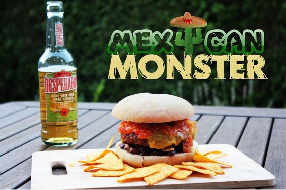 Die nächste Kreation meiner kleinen Burger-Reihe, ein mexikanischer Burger: Rinderhack auf schwarzen Bohnen, getoppt mit Cheddar und frischer Tomaten-Salsa.
