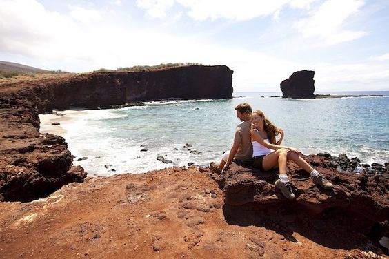 It's #traveltuesday!  Head to the blog to see and read about why @gohawaii should be your next romantic destination! and hashtag #lethawaiihappen #hawaii #destinationweddings #honeymoonthings #honeymooning #honeymoons #munatravels #love #vacation #travelgram