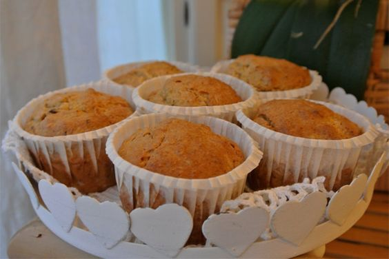 Ricetta Vegan: muffin con Nocciole e Mirtilli rossi e carote naturali, semplice, veloce, pratica e economica questa ricetta è un ottima soluzione per portare in tavola dolci sani e naturali