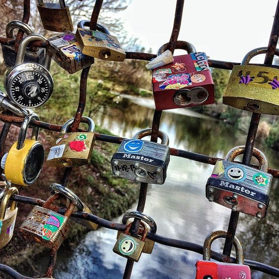 Show that special Aggie that your love for them is lock-solid. Bring your sweetheart to the wooden bridge above Lake Spafford and add your love lock this Valentine's Day. ❤️❤️❤️  ❤️❤️❤️ Photo by @chjn22  #YourSchoolYourView  #ValentinesDay #Valentine #AgLove #AggieLove #GoAgs #UCDavis #DavisCA #LoveLock