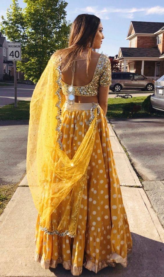 Best Photo Poses for Girls in Lehenga