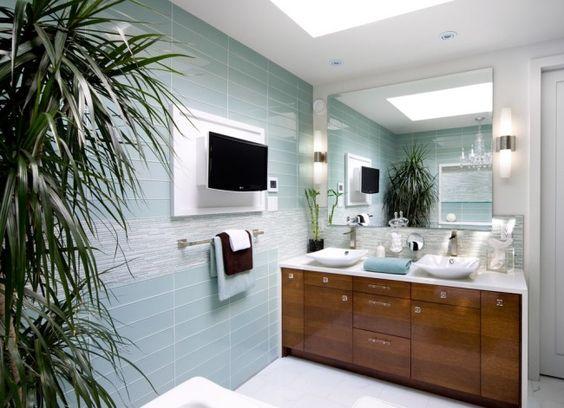 Bad Fliesen glas mosaik holz waschtischunterschrank palme