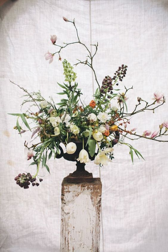 I a-d-o-r-e the romantic, natural style of the floral designs created by Jo Rodwell from Jo Flowers. And in this week's Florist Friday blog post, I'm thrilled to feature Joanna Millington's photograph
