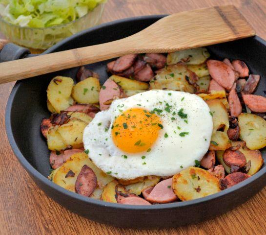 Erdäpfelgröstl aus dem Burgenland ist eine ländliches #Rezept aus Omas Küche und ist schnell zubereitet.