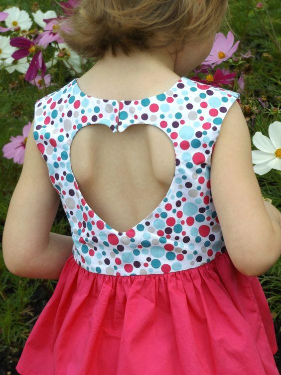 Hello ! De retour avec mon modèle fétiche du moment, la sweet heart Dress de Very Shannon !  Avec la talentueuse Johanna du...