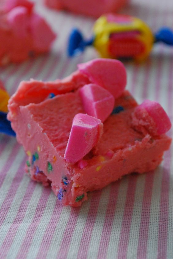 This Bubblegum Fudge recipe is too good! You'll love how flavorful it is and how easy this recipe for fudge is to make. Above all, their pink color is just so alluring!