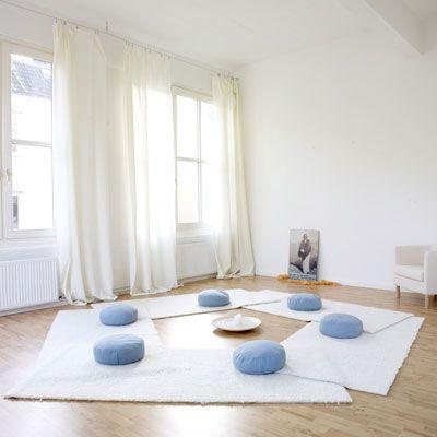 einen ganz besonderen yogaraum einrichten | pastell, yoga und haus, Innenarchitektur ideen