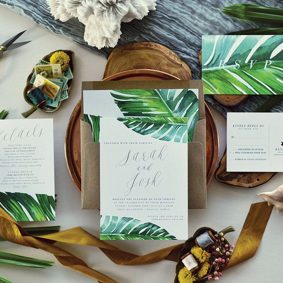 Here is one of our favorites! This tropical and botanical invitation will totally suit a summer or beach wedding. CitrusPressCo has some more like this one on Etsy, check it out! Check our 10 selected patterns: https://www.vanolia.de/blog/10-beautiful-patterns-wedding-invitation/