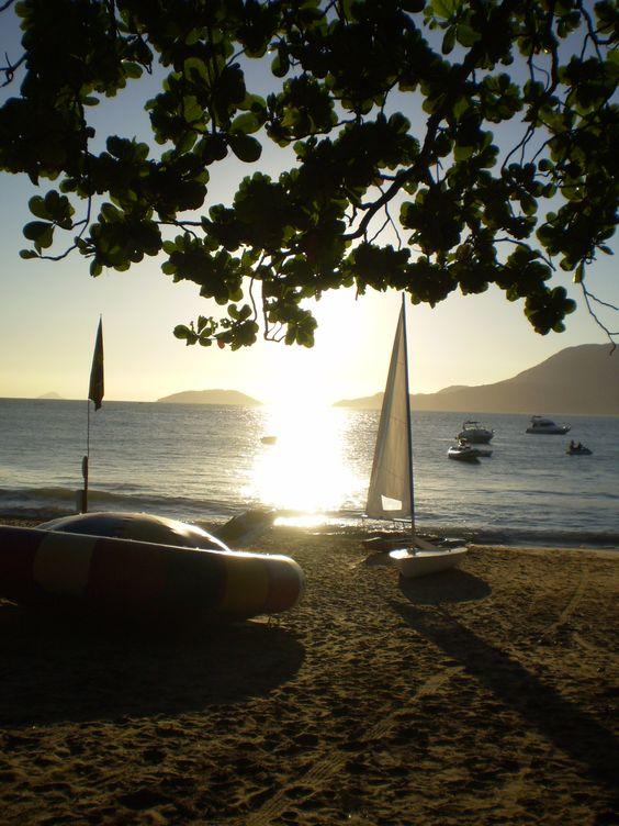 saudades de ver o sol se pondo no mar assim...
