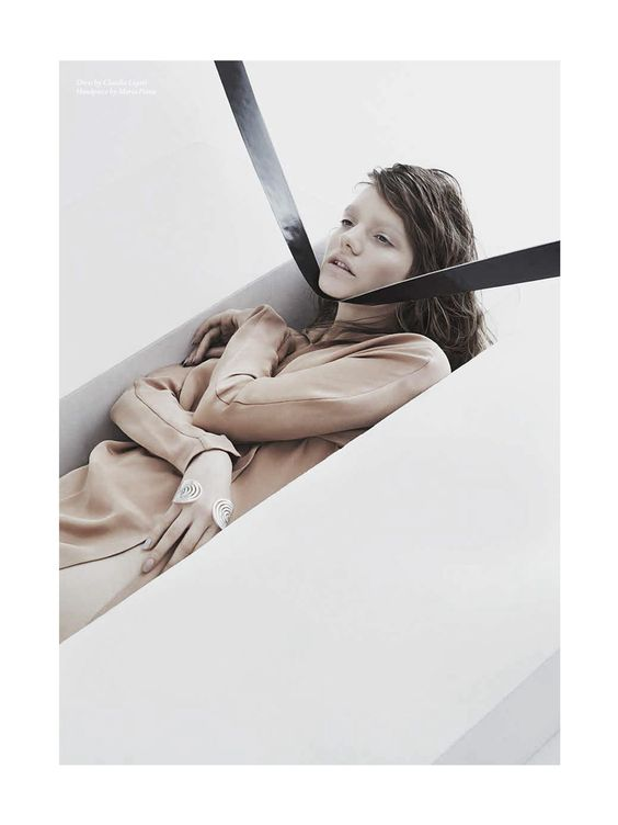 skt4ng:  Sophia Nilsson photographed by Nhu Xuan Hua for Blanc Magazine