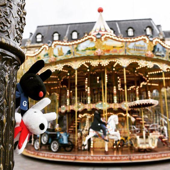 6/29今日のリサとガスパール http://parismag.jp/ #メリーゴーランド乗りたいな! #Manège #PARISmag #paris #パリ #France #フランス #パリの住人 #リサとガスパール #GaspardetLisa #가스파드앤리사 #가스파드