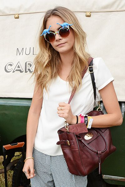 10 trends to copy this spring.  Always have a crisp white tee in your wardrobe..and who doesn't need dinosaur shades?