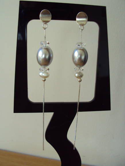 Brinco em prata com pérola shel , pérola de água doce e cristal facetado. R$ 96,00