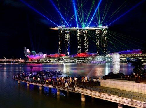 Hàng đêm Marina Bay Sand lại lung linh khi trình chiếu Wonder Full Show.