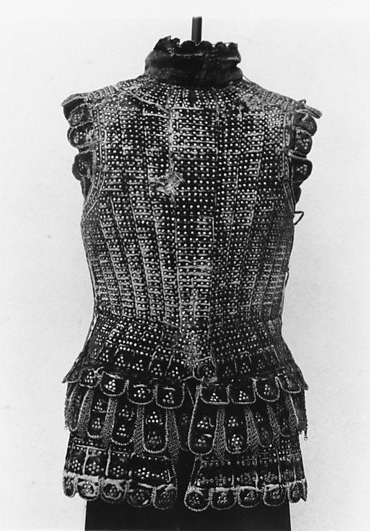 Brigantina - Usada no vestuário militar, tinha como principal característica a separação do vestuário feminino e masculino. Transmitia valores de bravura e valentia. Brigantina foi a inspiração para o aparecimento do gibão no fim da Idade Média.
