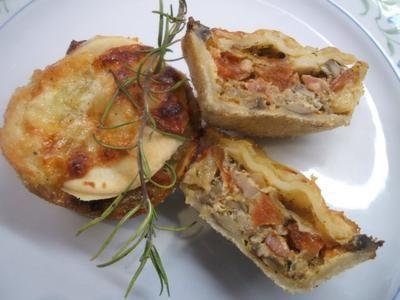Rezept: Pikantes Backen: Pizzatörtchen mit Strudelteig