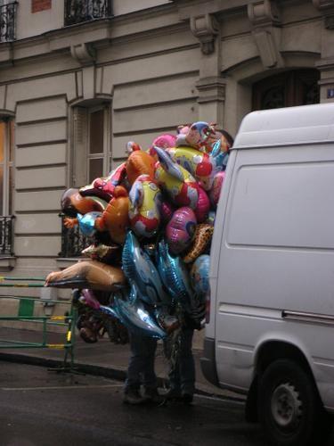 99+Luftballons <BR>von+Nena+(air+connu+des+années+90,+vous+savez,+au+siècle+dernier) <BR> <BR>Hast+du+etwas+Zeit+für+mich <BR>Singe+ich+ein+Lied+für+dich <BR>Von+99+Luftballons <BR>Auf+ihrem+Weg+zum+Horizont <BR>Denkst+du+vielleicht+g'rad+an+mich <BR>Singe+ich+ein+Lied+für+dich <BR>Von+99+Luftballons <BR>Und+das+sowas+von+sowas+kommt+[...] <BR> <BR>(comme+quoi+parfois+les+paroles+des+aut...